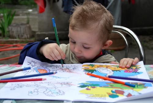 Baby-Sitter : enfant qui joue